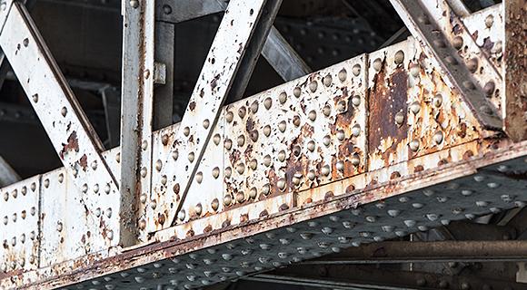橋梁など目視確認が難しい箇所の変形を把握